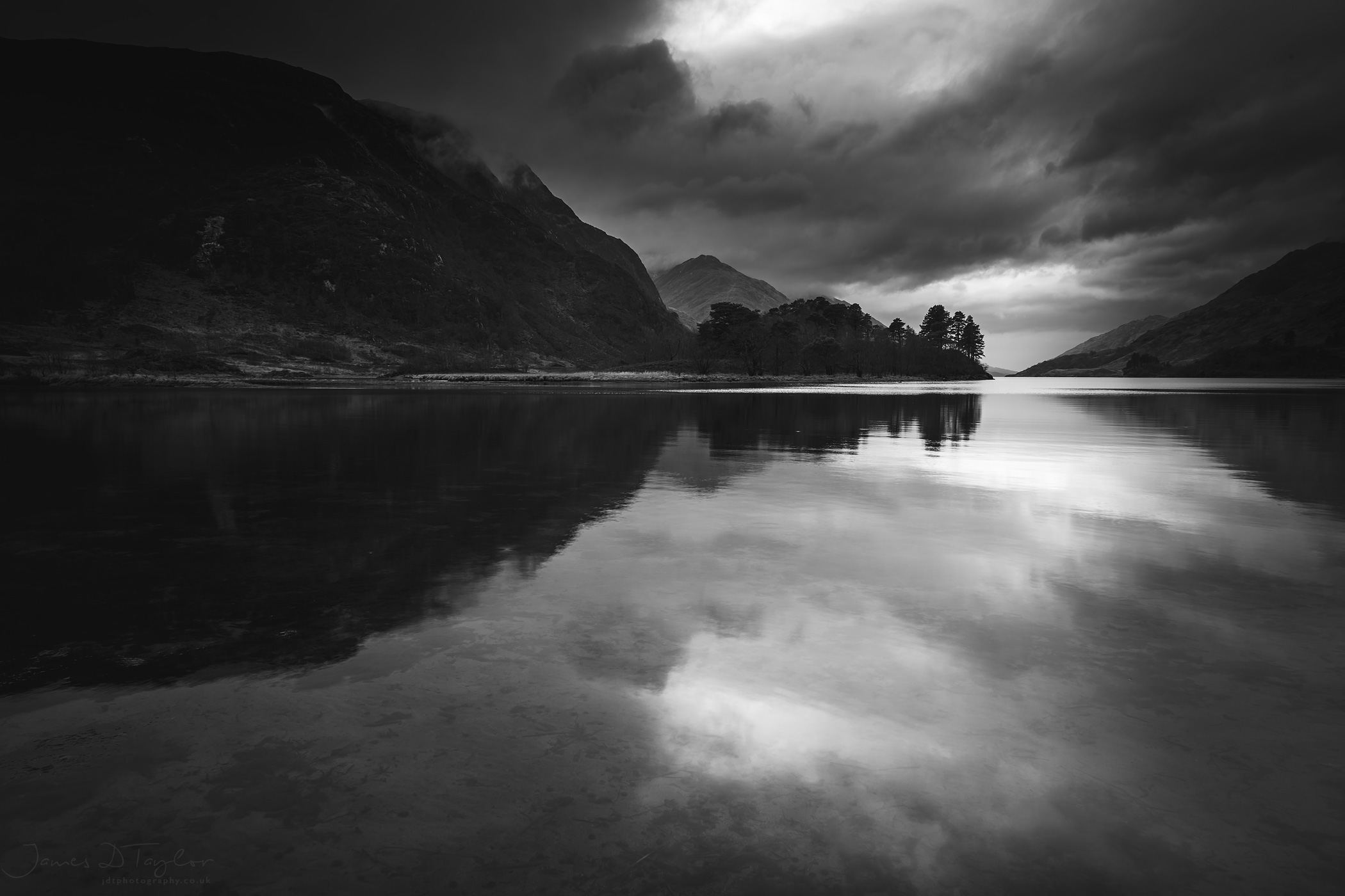 land_scotland_glenfinnan_bnw